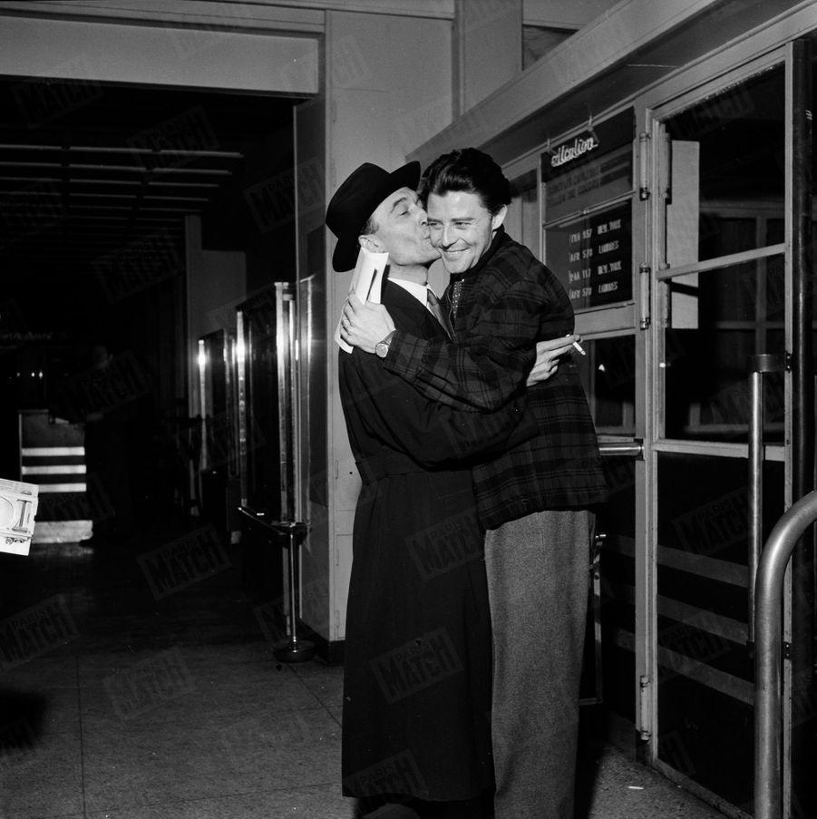 Gérard Philipe et Jean Vilar, le directeur du Théâtre national populaire français (TNP), au début des années 50.