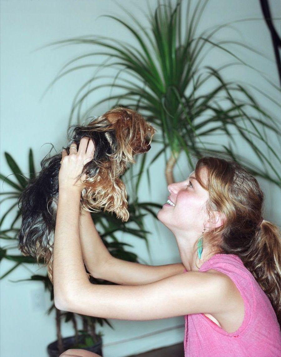 La jeuneGisele Bündchen dans son appartement de New York, lors de son premier rendez-vous photo avec Paris Match en avril 2000.