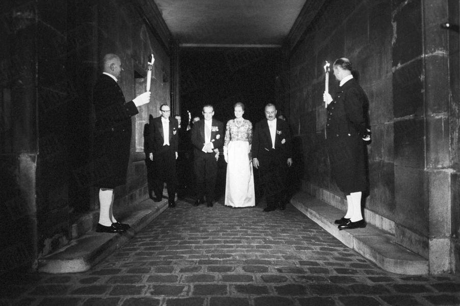 Grace de Monaco et le prince Rainier, lors de la soirée donnée en leur honneur par la Mairie de Paris, à l'Hôtel de Lauzun sur l'île Saint-Louis, à Paris, en octobre 1959.