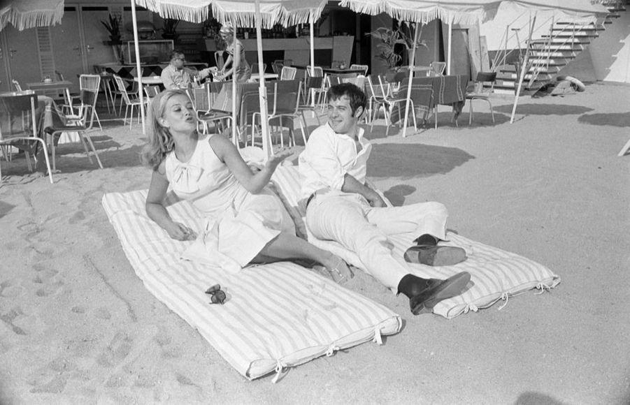 Guy Bedos et Sophie Daumier au 17ème Festival de Cannes en mai 1964.