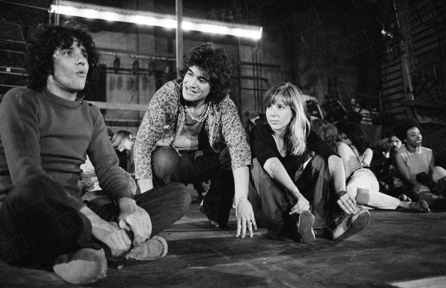«Hair» : les répétitions de la comédie musicale au théâtre de la Porte Saint-Martin, en juin 1969. A gauche Julien Clerc.