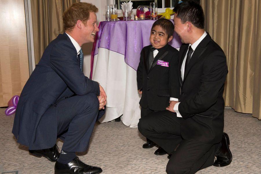 Avec Jonathan He, 6 ans, atteint d'une maladie génétique rare