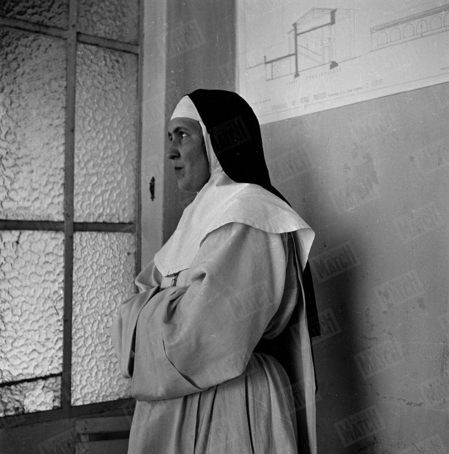 """« Soeur Jacques a soigné Matisse avant de l'inspirer. Sans elle, le peintre n'aurait pas dessiné sa """" Vierge à l'Enfant""""» - Paris Match n°59, 6 mai 1950"""