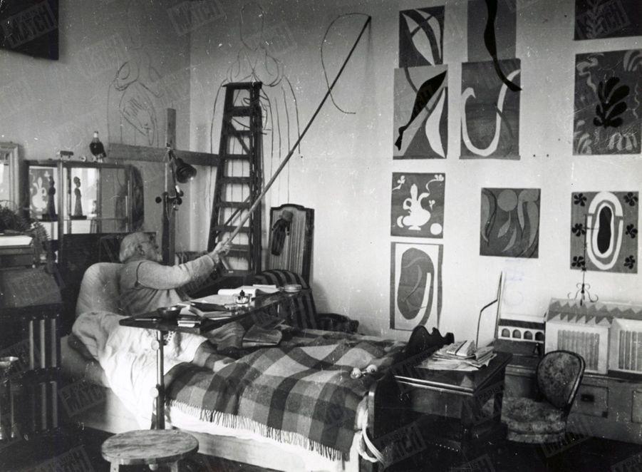 « On voit naître en six images, au bout du fusain de Matisse, le visage de sainte Madeleine crayonné à distance sans une retouche.» - Paris Match n°59, 6 mai 1950