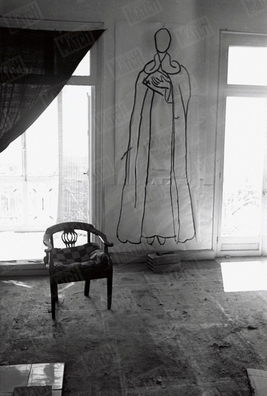 « Le Père Couturier, dominicain du couvent du faubourg Saint-Honoré, a posé pour le portrait de saint Dominique (4 m. 90 de haut). » - Paris Match n°59, 6 mai 1950