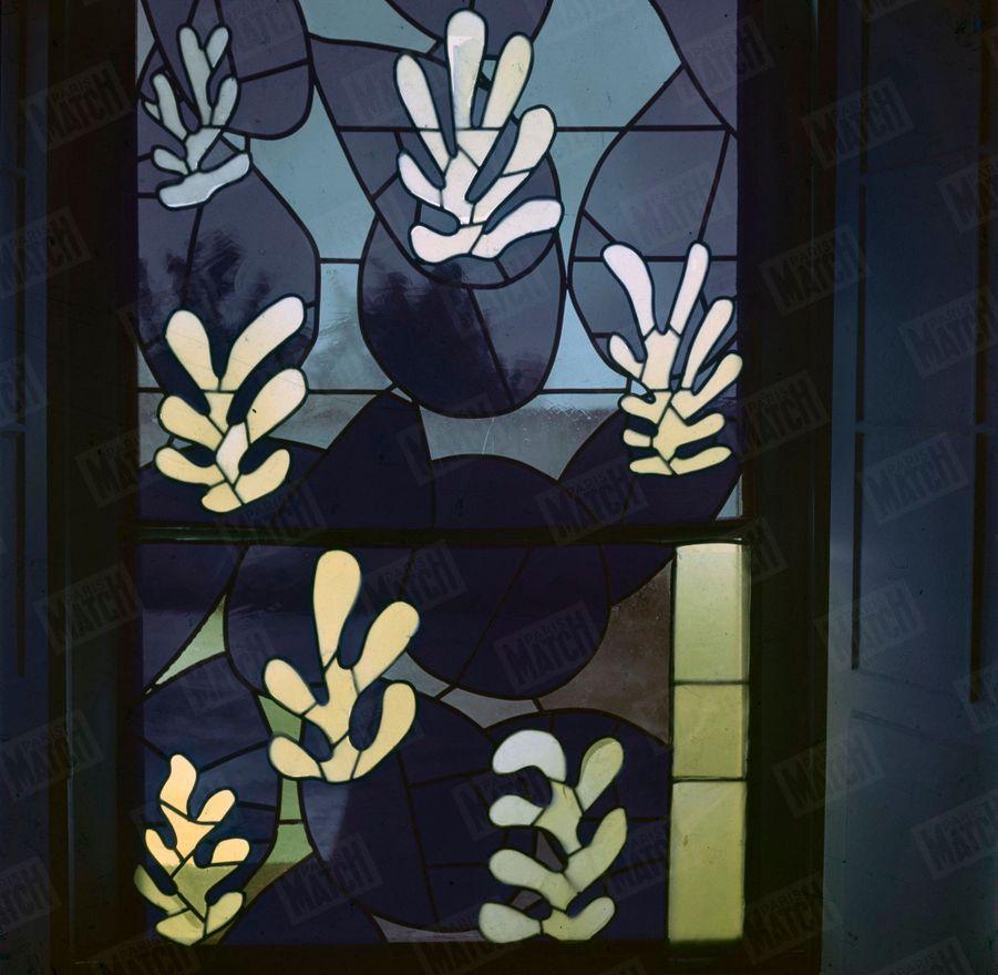 « Les vitraux de la chapelle : des cactus et des fruits » - Paris Match n°59, 6 mai 1950