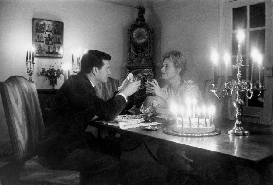 « Chaque année, le 10 février était pour Henri et Michèle une date sacrée : ni tournage ni gala. En tête à tête, à la lumière des bougies, ils fêtaient leur anniversaire de mariage. Ici, c'était le neuvième, il ne devait pas y avoir de gâteau à dix bougies. » - Paris Match n°558, daté du 19 décembre 1959.
