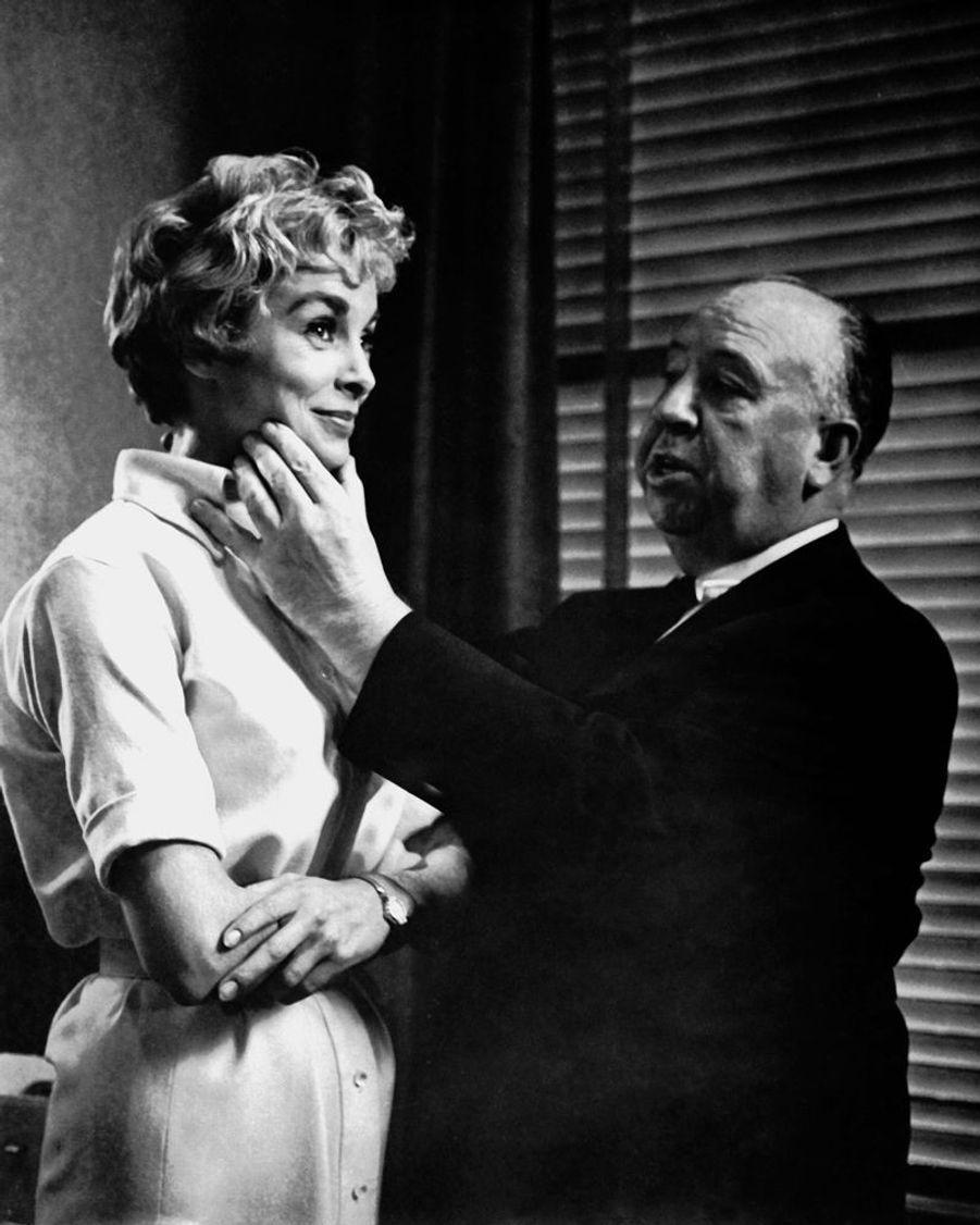 Janet Leigh et Alfred Hitchcock sur le tournage de « Psychose », en 1960.