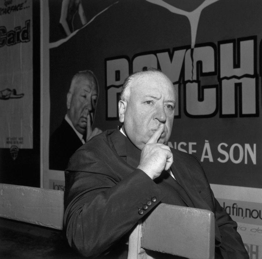 Alfred Hitchcock lors de la promotion de « Psychose » à Paris, en 1960.
