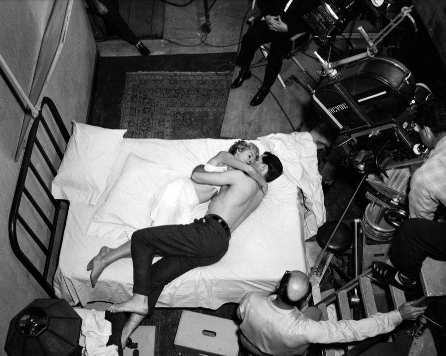 Janet Leigh et John Gavin sur le tournage de « Psychose », en 1960.