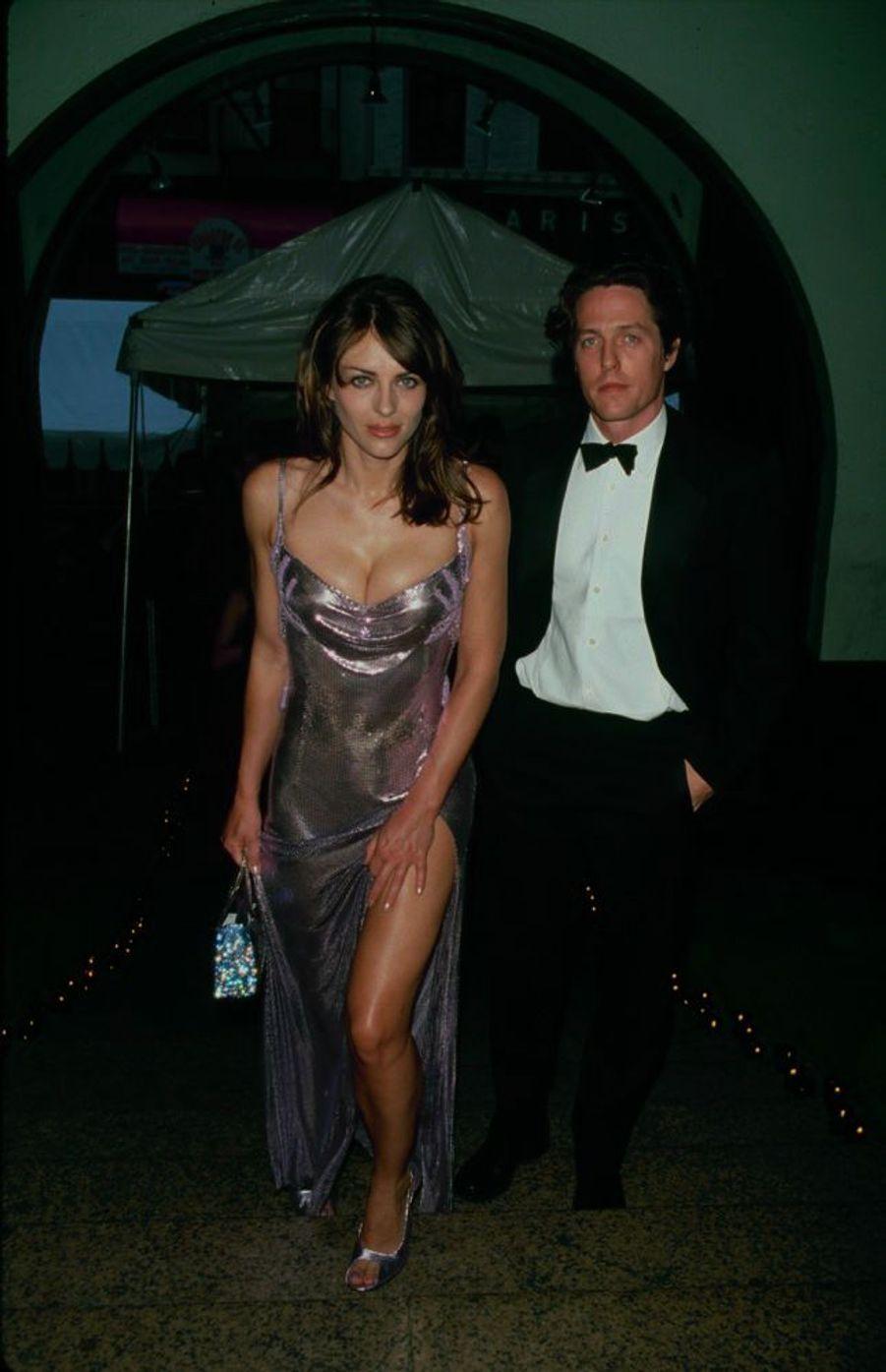 Elizabeth Hurley et Hugh Grant en juin 1999.