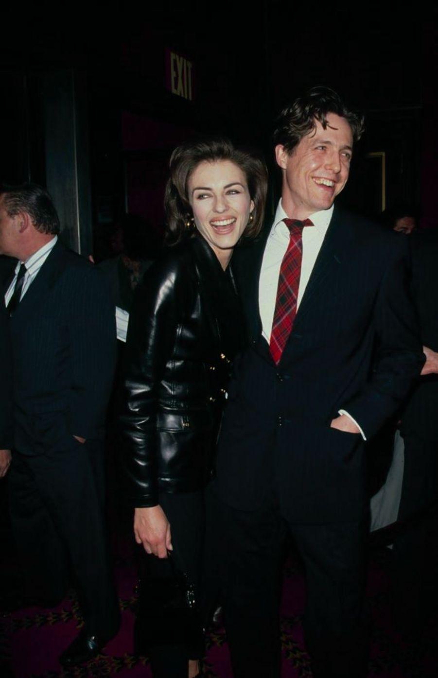 Elizabeth Hurley et Hugh Grant au début des années 1990.