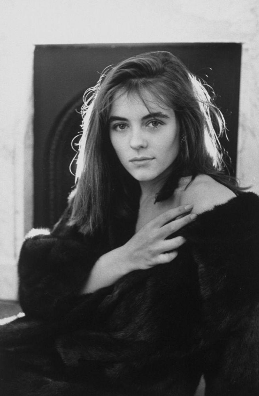 Elizabeth Hurley en janvier 1989.