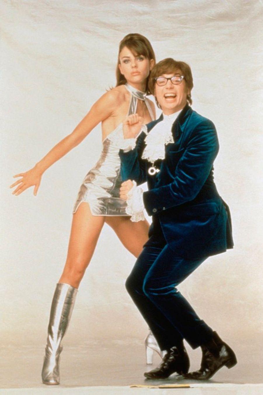 Elizabeth Hurley avec Mike Myers dans «Austin Powers» en 1997, son plus grand rôle au cinéma.