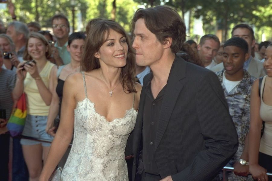 Elizabeth Hurley et Hugh Grant à la première de « Coup de foudre à Notting Hill » en juin 1999.