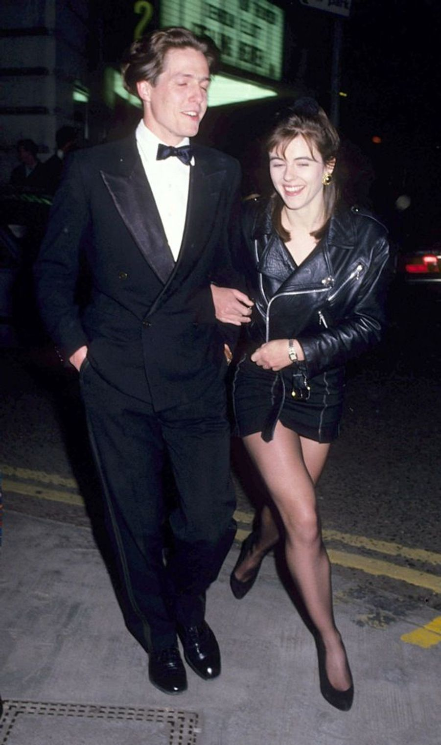 Elizabeth Hurley et Hugh Grant en septembre 1989.