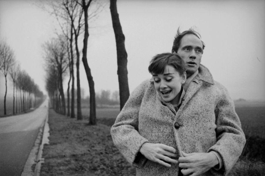 Audrey Hepburn et son mari Mel Ferrer sur les routes de France en 1956