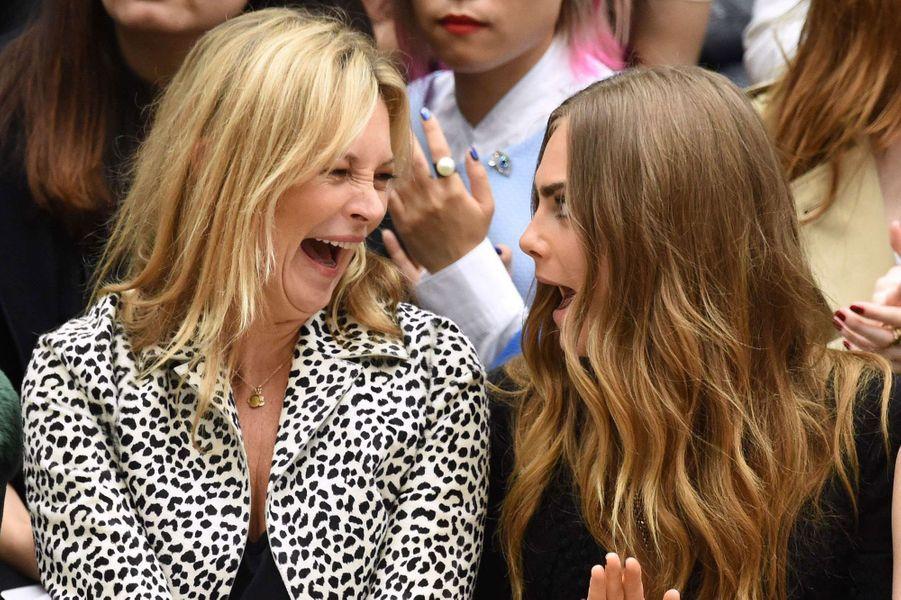 """Avec Kate Moss au défilé """"Bruberry"""" à Londres."""