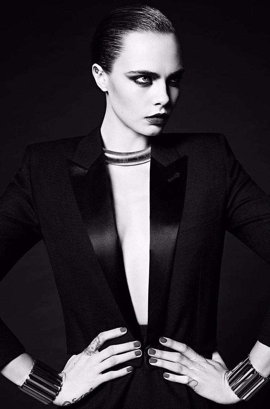 """Cara Delevingne pose pour """"Saint Laurent""""."""