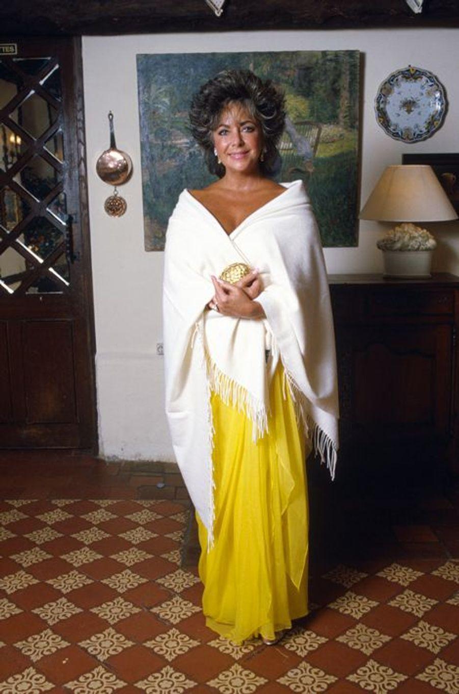 """Elizabeth Taylor lors d'un dîner à """"la ferme St Simon"""", le 12 septembre 1985"""