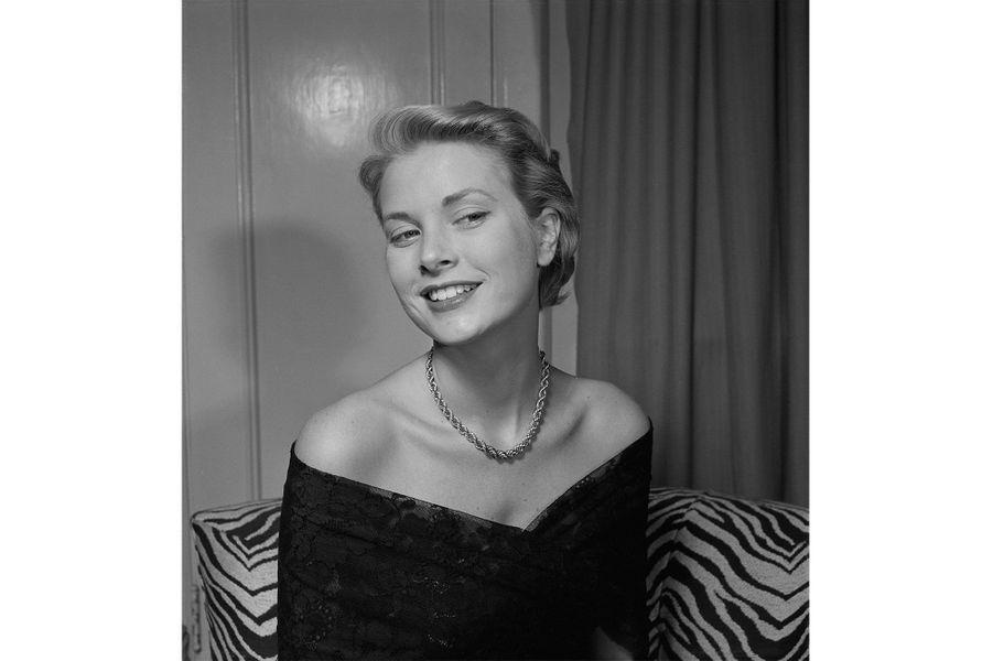 Grace Kelly, 19 ans, pose pour un projet artistique de Joe di Maggio
