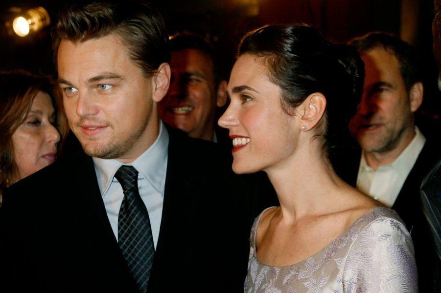 Elle pose avec Leonardo DiCaprio lors de l'avant-première de «Blood Diamond» à Hollywood le 6 décembre 2006.