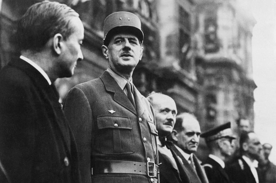 Le 26 août 1944, le général de Gaulle entouré de Georges Marrane et André le Troquer