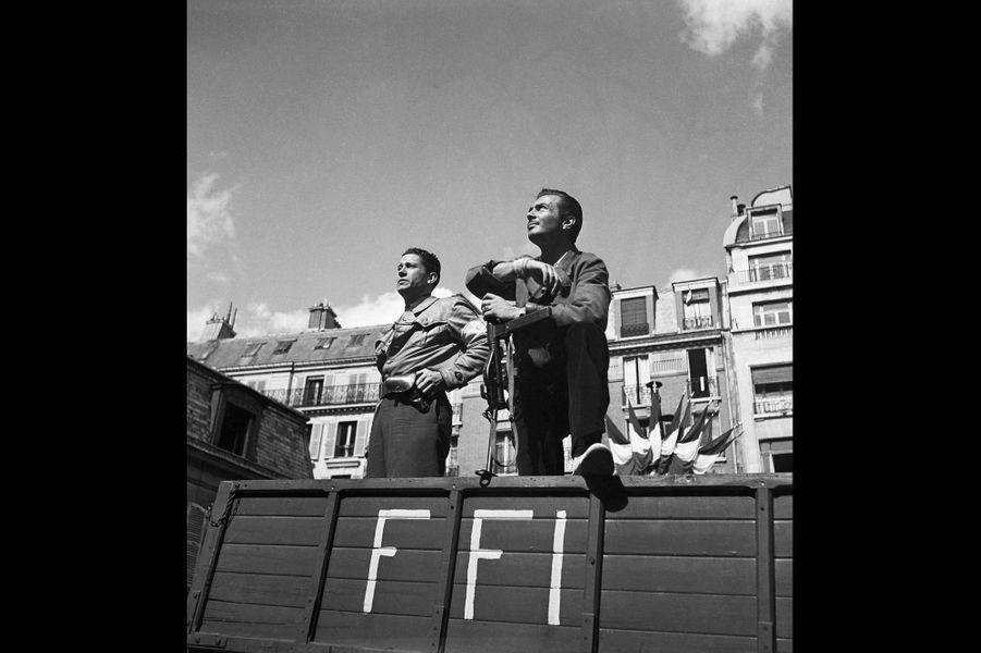 Le 26 août 1944, les FFI sur les Champs-Elysées