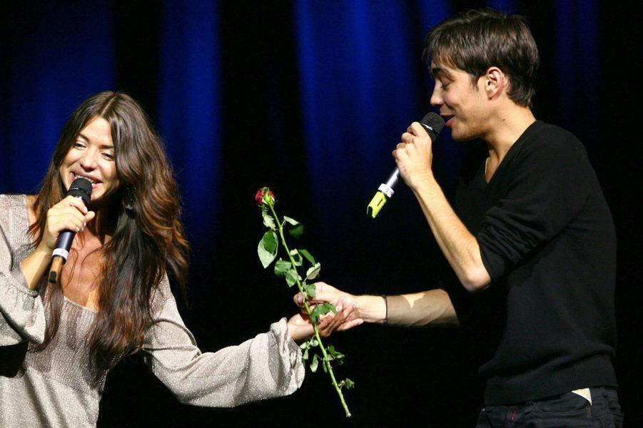 Grégory Lemarchal et Génie Line sur scène pour le gala Faire Face, qui récolte des dons pour la lutte contre le Sida, en octobre 2006