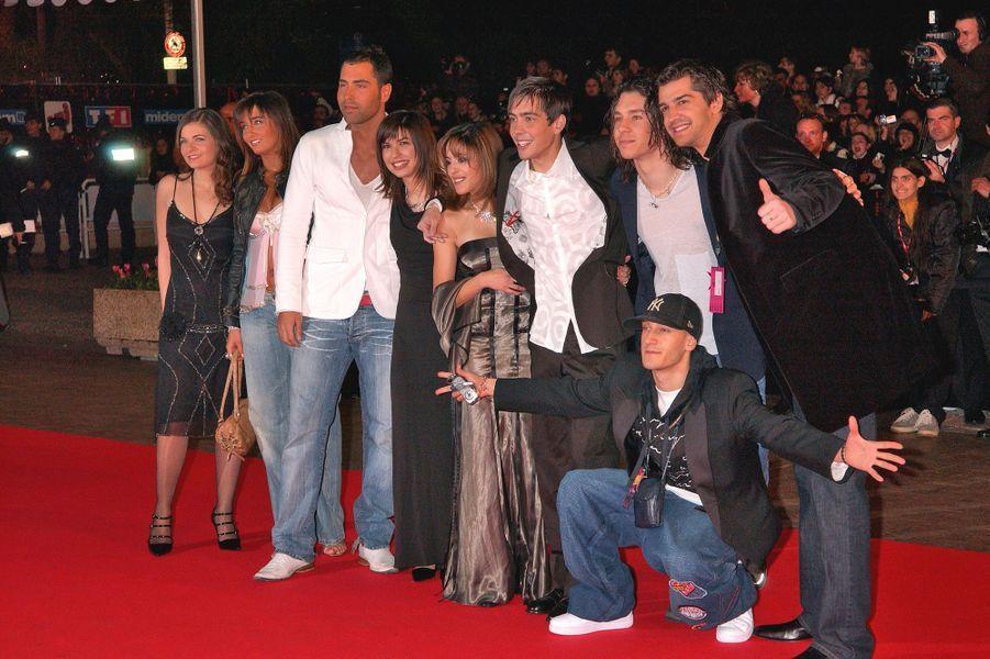 Grégory Lemarchal et ses camarades arrivent aux NRJ Music Awards, en janvier 2005