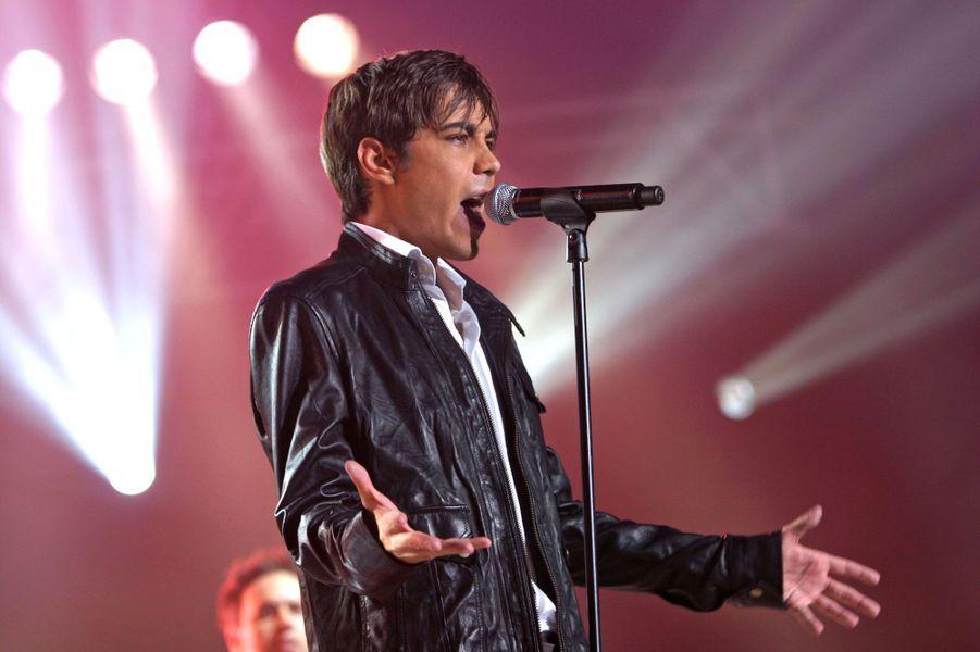 """Grégory Lemarchal sur la scène de la """"Nuit des Stars"""", en septembre 2006"""