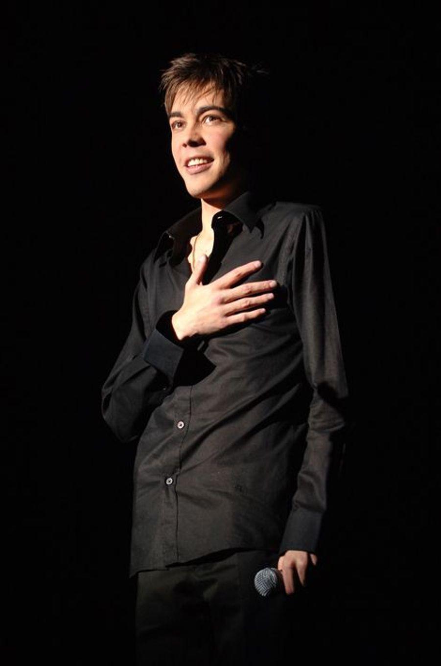 Grégory Lemarchal sur scène en mai 2006