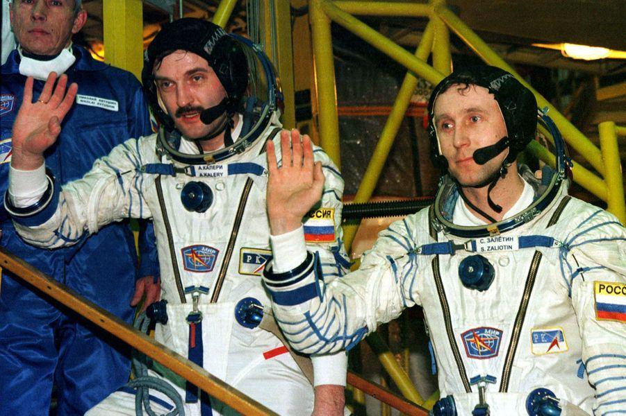 Sergueï Zaliotine et Aleksandr Kaleri, les derniers spationautes de la station Mir