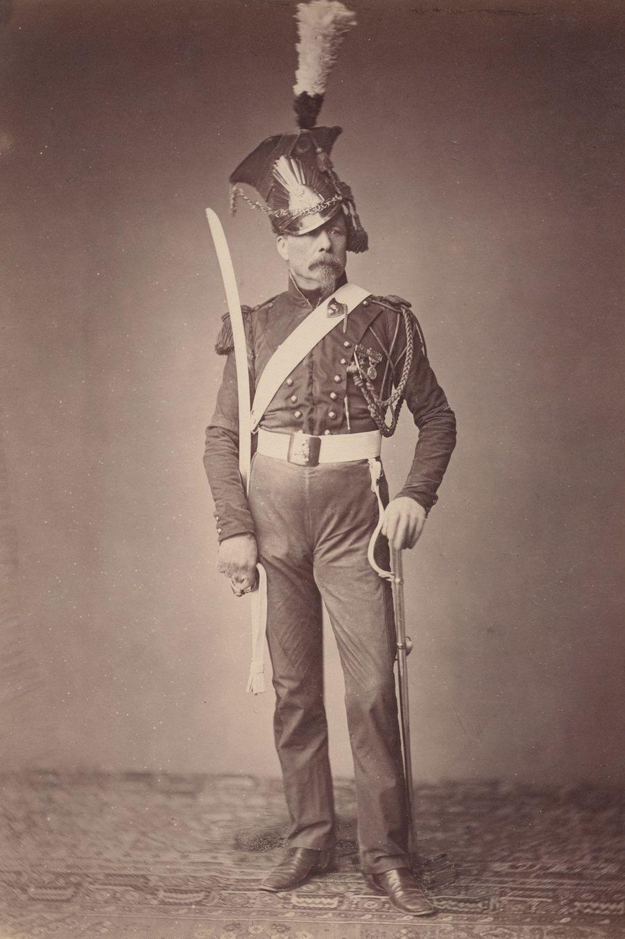 Le lancier. Monsieur Verlinde combattait dans l'unité de cavaliers légers créée en 1811 par Napoléon. Il porte une schapska (un casque avec pan...
