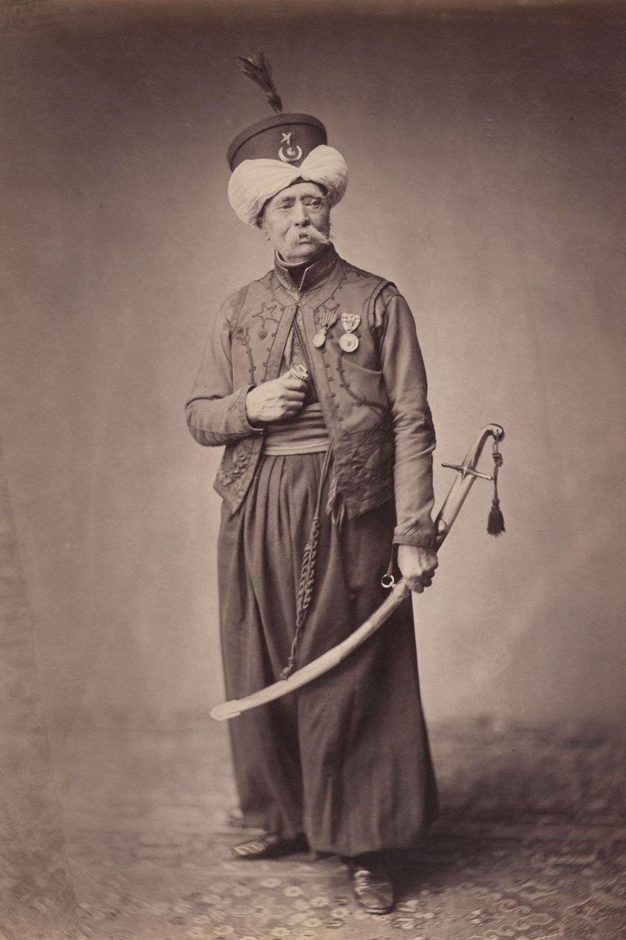 Le mamelouk. Monsieur Ducel faisait parti de l'unité de cavalerie de l'Empereur. Il porte une béniche (chemise), un yalek (gilet sans manche), un...