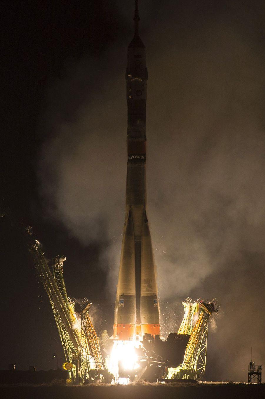 Le décollage de la fusée Soyouz