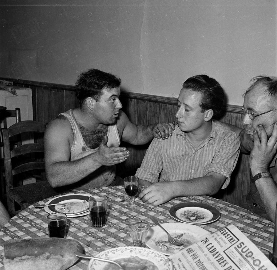 «Le feu a eu ses criminels. Il a aussi ses héros : en voici trois. Jean Carémi (vingt-cinq ans), Claude Gaillard (dix-sept ans), Lucien Lacoste (quarante-deux ans). Seul survivant d'un groupe de trente, M. Gaillard a vu son père brûler vif sans pouvoir lui porter secours..» - Paris Match n°24, 3 septembre 1949