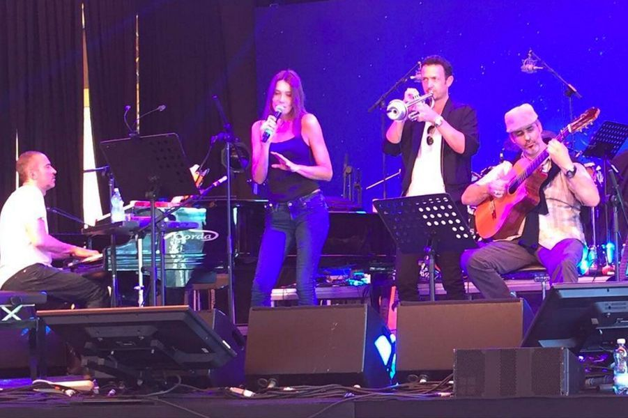 Carla Bruni en concert avec le jazzman Till Bronner