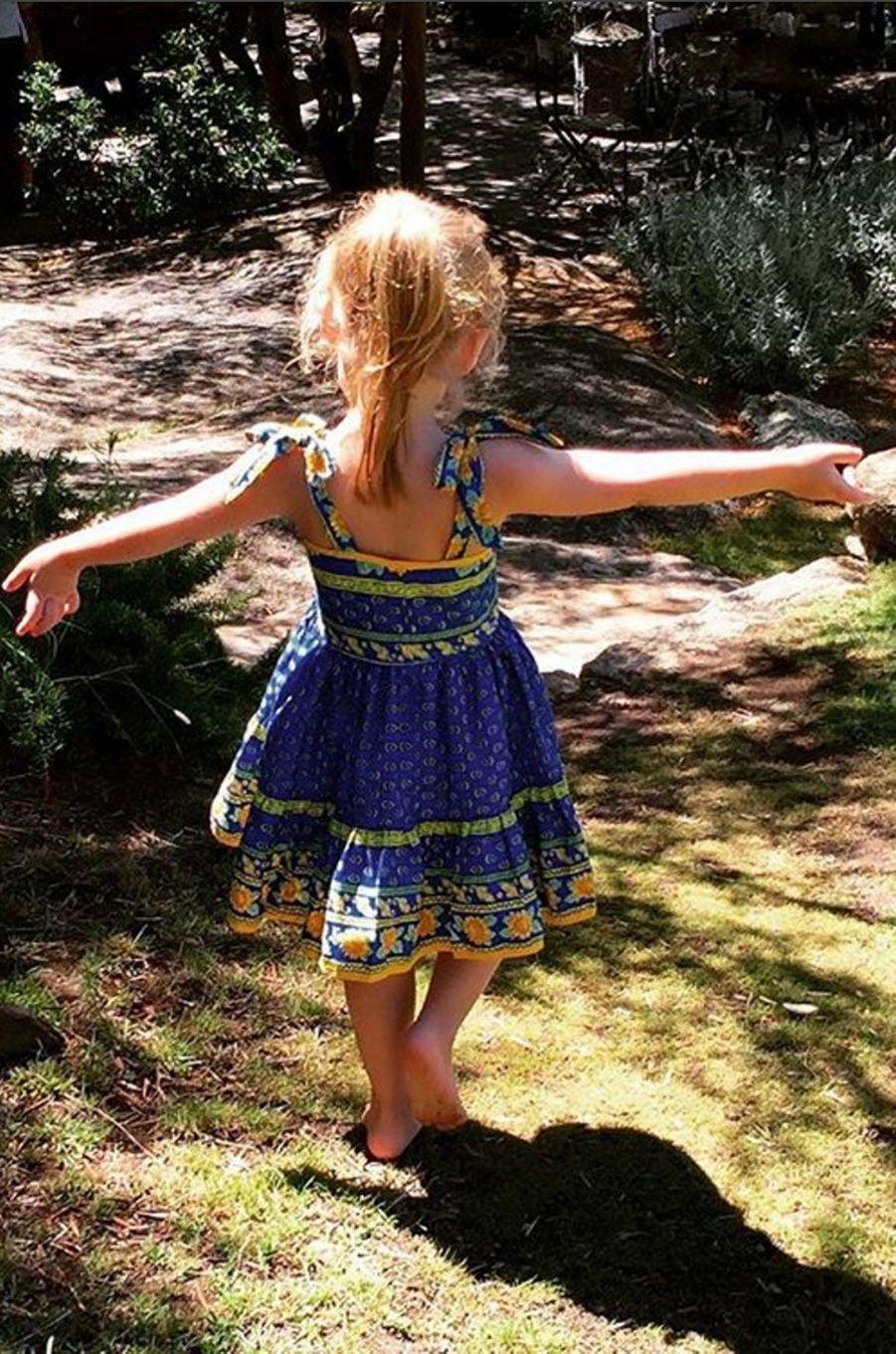 La fille de Carla Bruni, Giulia en Corse