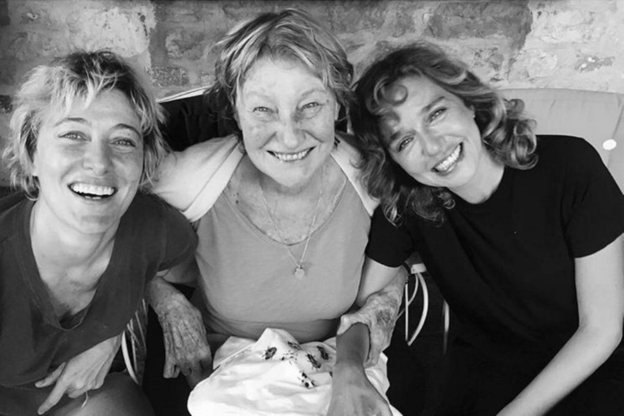 Sa soeur Valeria Bruni-Tedeschi, sa mère Marisa Borini et son amie Valeria Golino