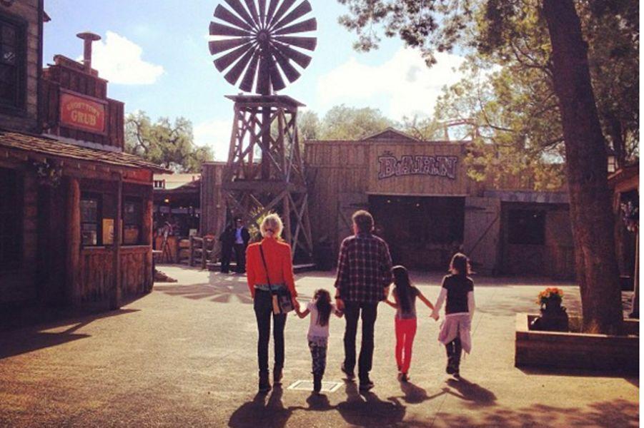Laeticia et Johnny Hallyday accompagnés par leurs deux filles et une amie à Los Angeles