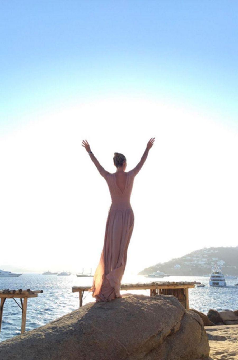 Laeticia Hallyday en vacances à Mykonos
