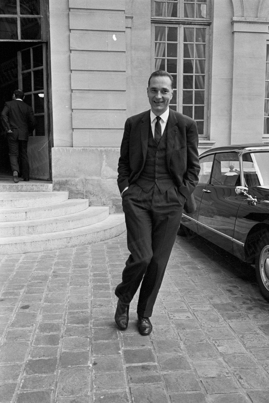 Jacques Chirac, lors de la réception par Georges Pompidou de ses ministres à Matignon, le 7 avril 1967.