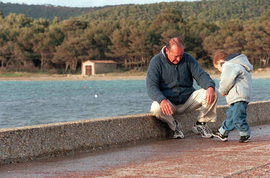 « Martin le terrible, qui, au mépris des averses, narre ses aventures à son grand-père, sait se faire tendre à l'heure de la bise. » - Paris Match n°2658, 4 mai 2000.