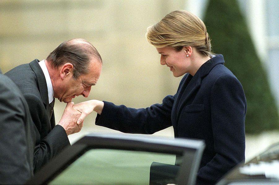 Jacques Chirac avec la princesse Mathilde de Belgique à l'Elysée, en mars 2001.