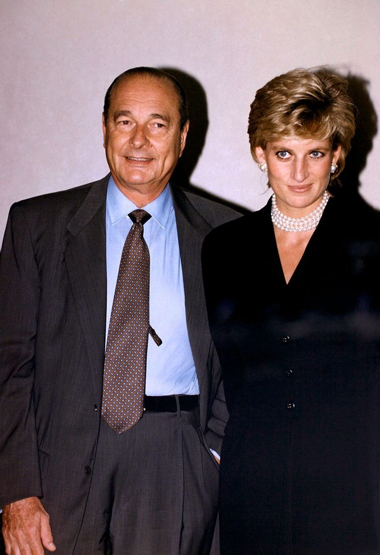 Jacques Chirac avec la Princesse Diana, reçue à l'Elysée pour le thé, avant de visiter l'exposition Cézanne au Grand Palais le 25 septembre 1995.