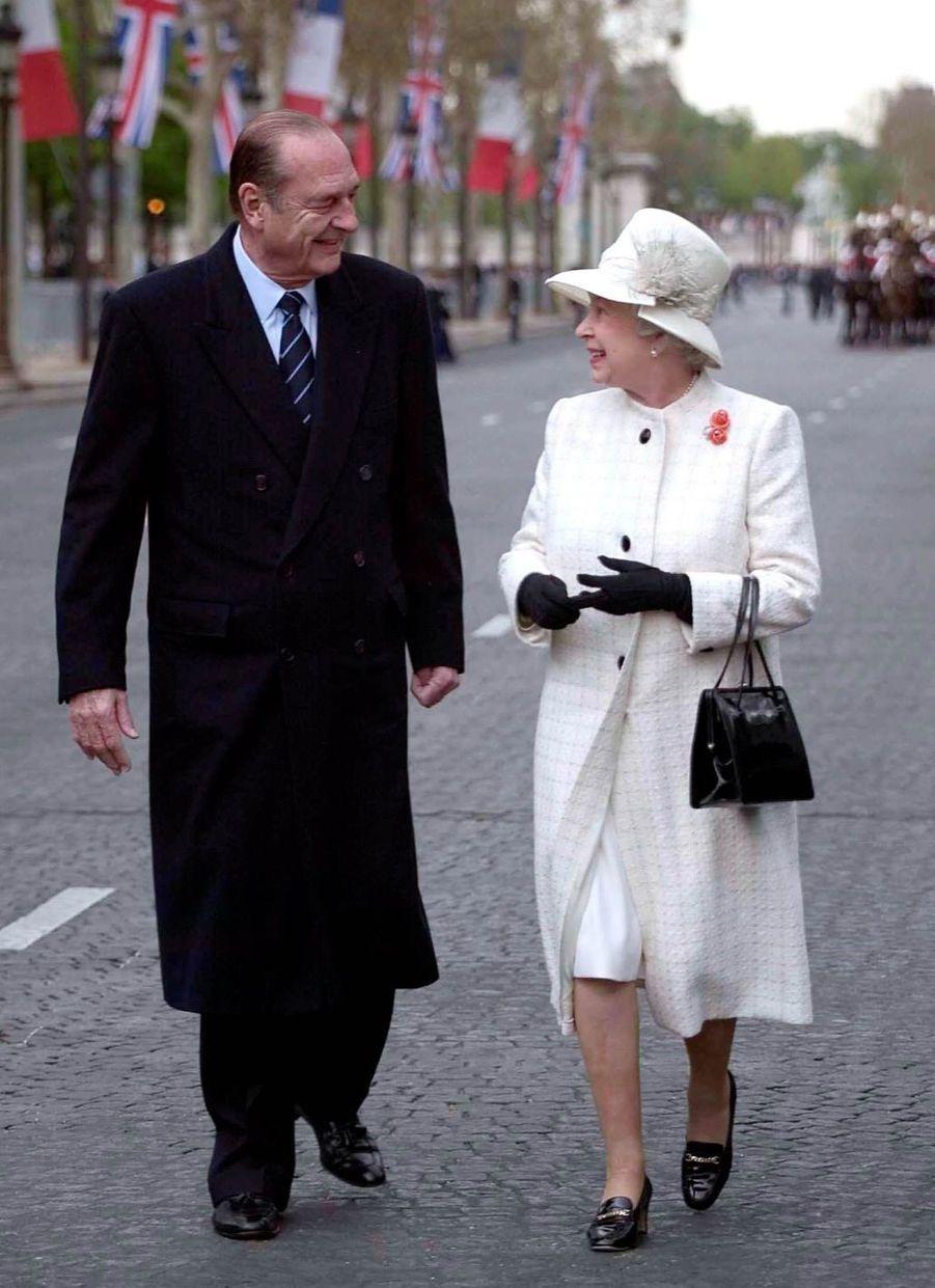 Jacques Chirac avec la reine Elizabeth II lors d'une visite d'état de Sa Majesté en France en 2004.