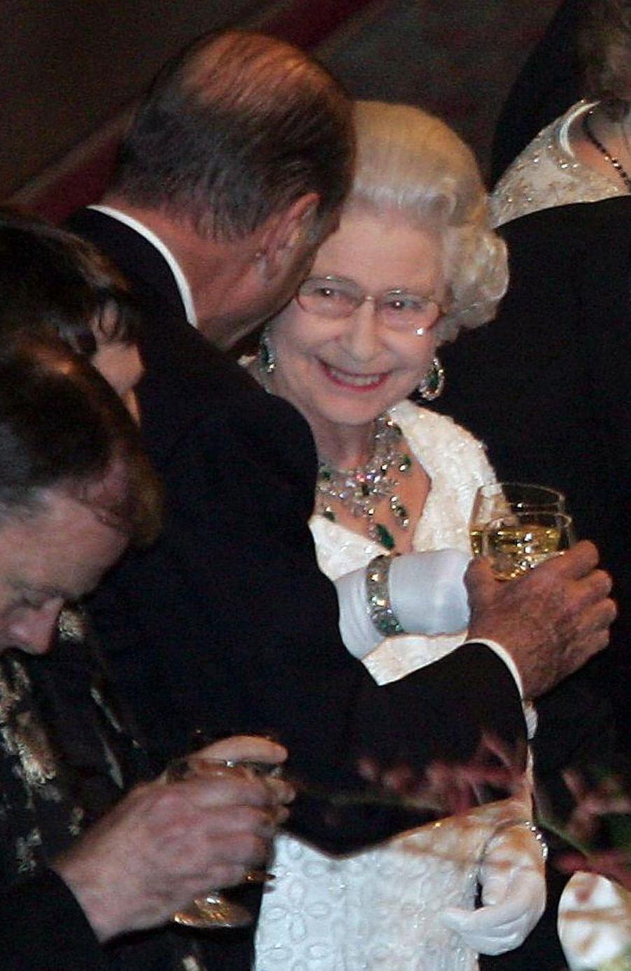 Jacques Chirac et la reine Elizabeth II lors d'un banquet au château de Windsor, en novembre 2004.