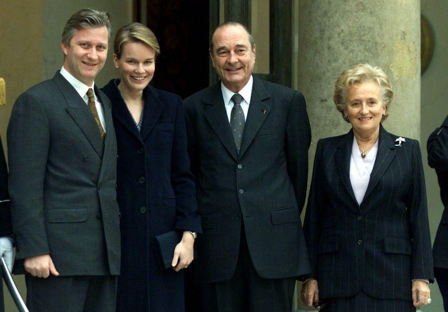 Jacques Chirac et son épouse Bernadette reçoivent le prince Philippe et son épouse Mathilde à l'Elysée en mars 2001.
