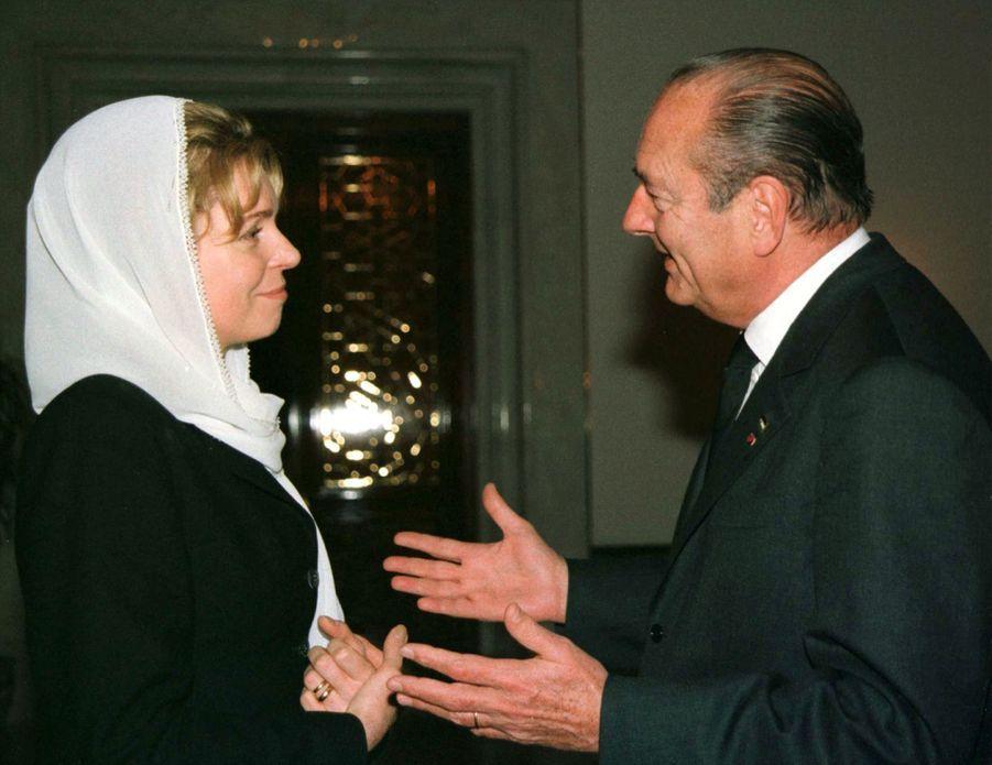 Jacques Chirac avec la reine Noor, veuve du roi Hussein de Jordanie, en février 1999.